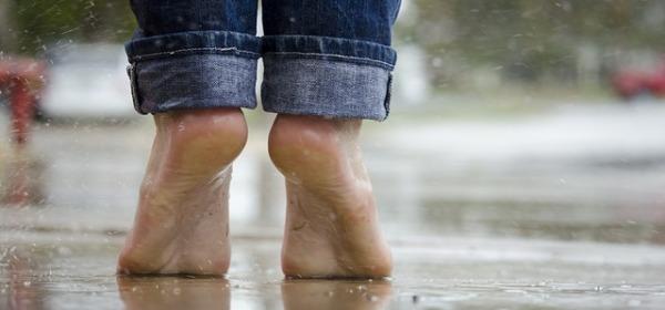 Beneficios andar descalzo